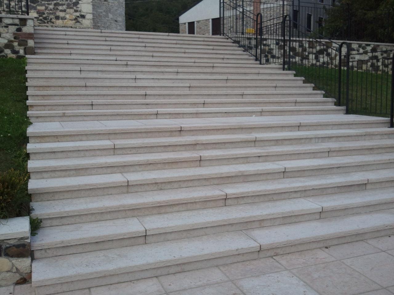 Belle foto di marmo e pietra o granito a prezzi bassi di - Immagini di scale ...